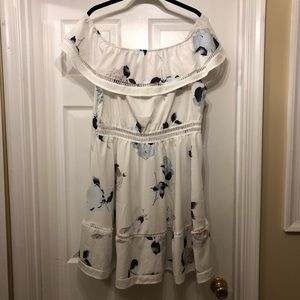 New floral spring dress with subtle cut outs 2XL